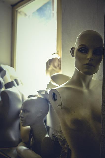 mannequins-1408164_640