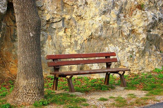 bench-1122137_640